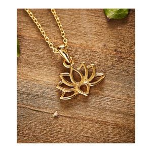 Vera & Co. | lotus flower necklace